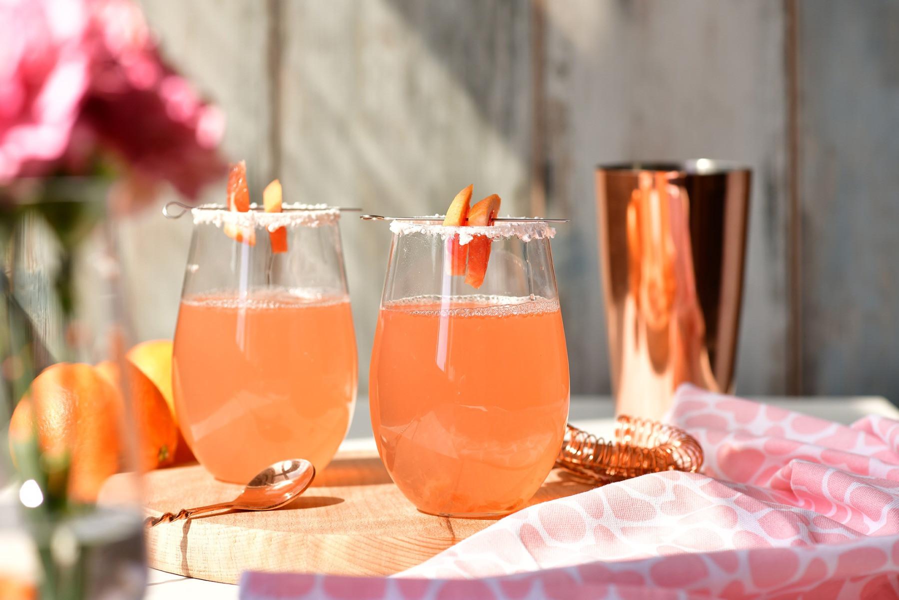 Garnirowanie i crustowanie czyli sztuka ozdabiania drinków