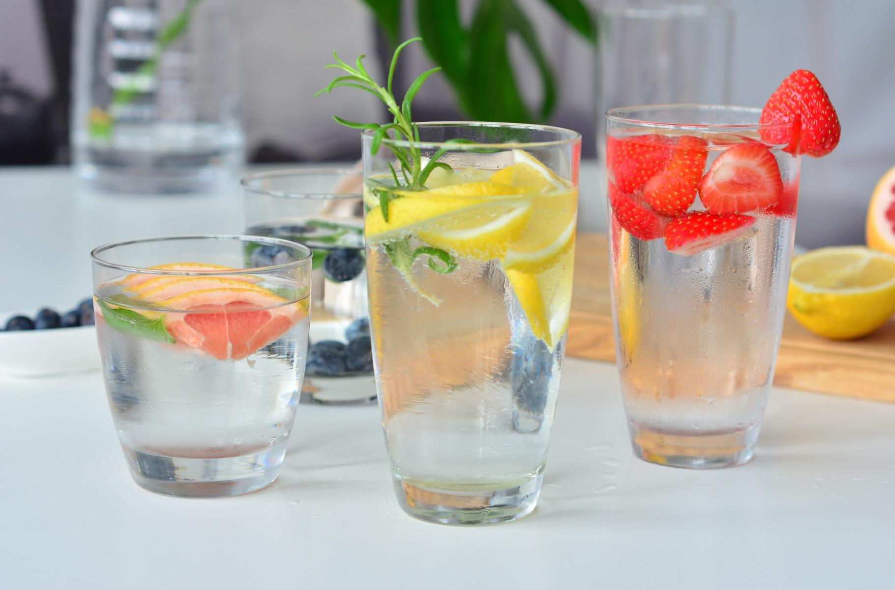 Duże zklanki do wody napojów Miixology KROSNO